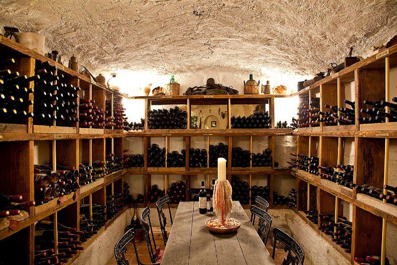 Strolling through Ischia's wine cellars